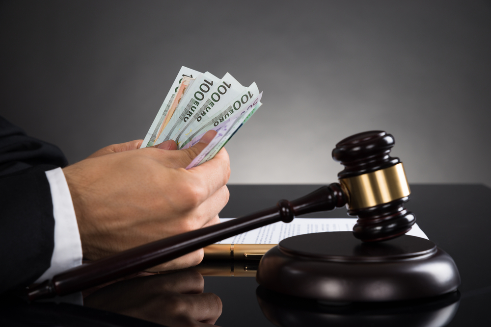 How Much Do Lawyers Take From A Settlement